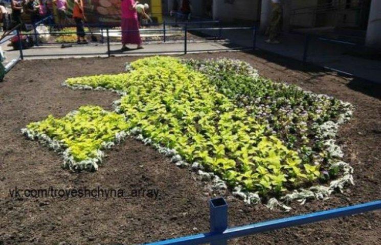 Кияни висадили з квітів карту України з анексованим Кримом (ФОТОФАКТ)