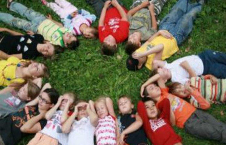 У Сумах чиновник віддав до АТО ліжка з дитячого табору