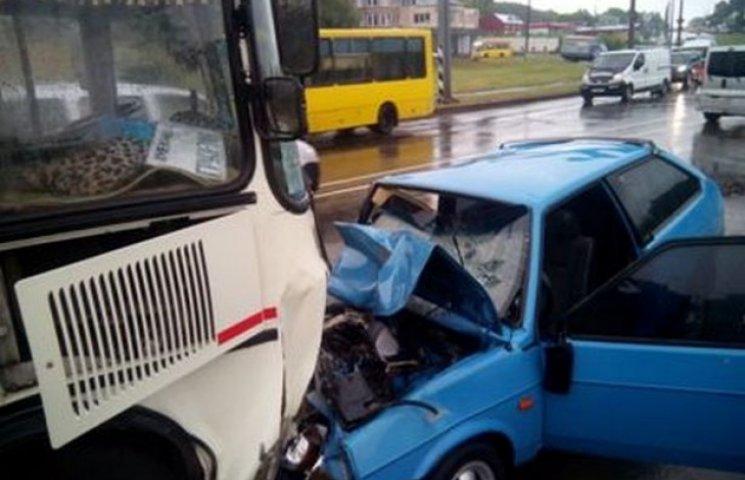 Смертельне ДТП у Хмельницькому: один загиблий і двоє постраждалих