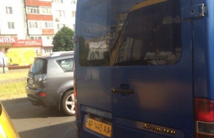 По Запоріжжю їздять маршрутки з відкритими дверима (ФОТО)