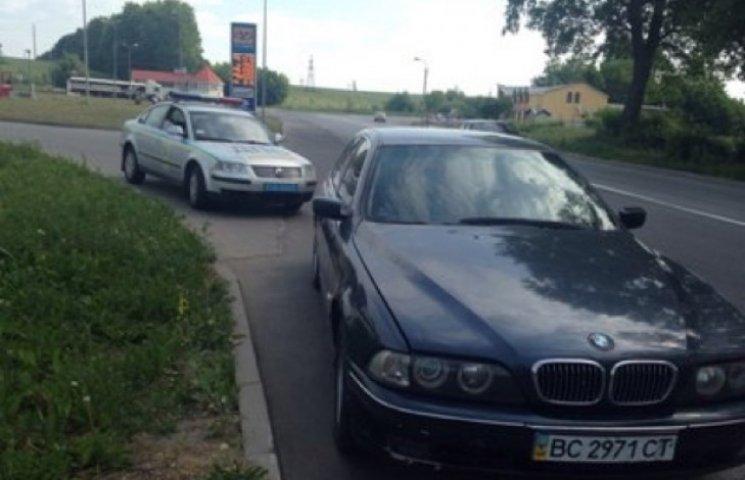 Міліція зупинила на дорозі BMW із перебитими номерами двигуна