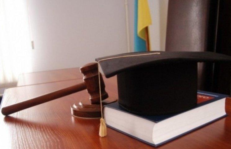 Старі та хворі судді Вінниччини звільняються