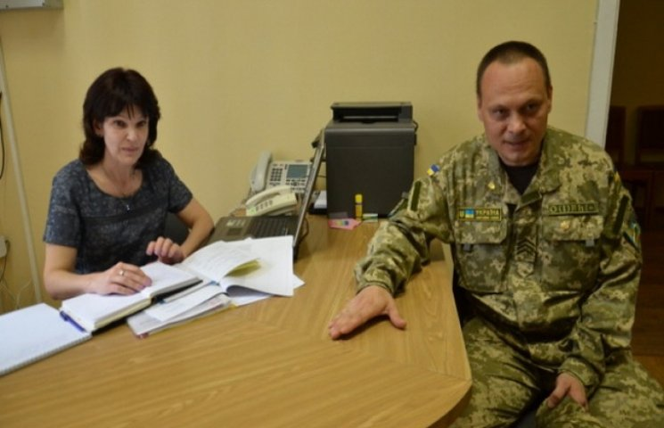 """У дніпропетровського губернатора радять АТОшникам вирішувати питання через """"правильні"""" кабінети"""