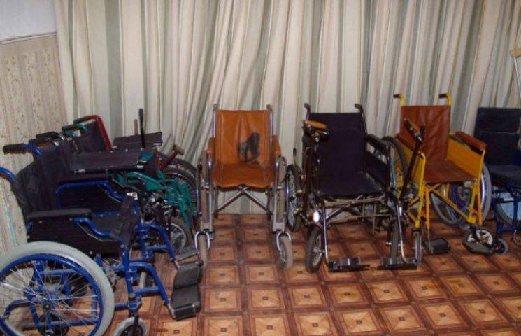 У Сумах діє безкоштовний пункт прокату милиць та інших засобів пересування