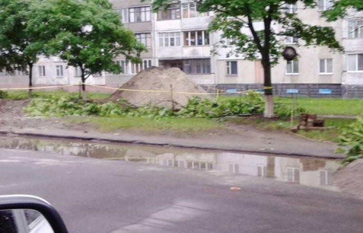 У Сумах провалився тротуар (ФОТОФАКТ)