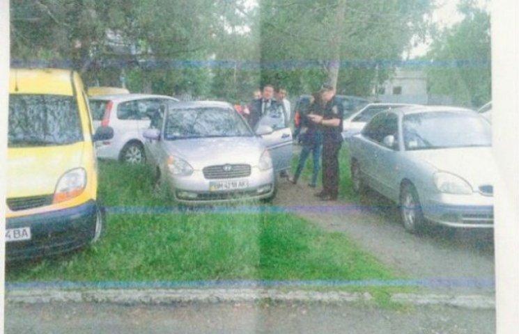 Депутат Сумщини заплатить штраф за парковку на газоні (ФОТОФАКТ)