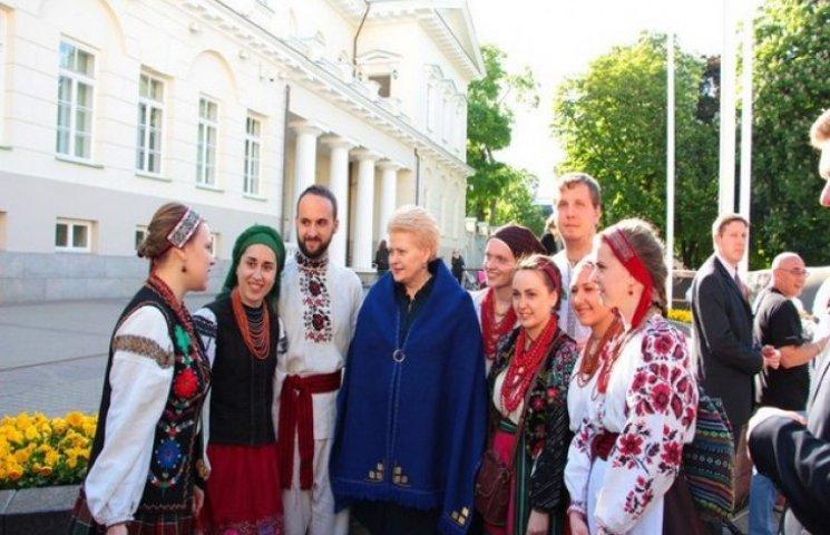 """Хмельницькі """"Ладовиці"""" зустрілися із Президентом Литви"""