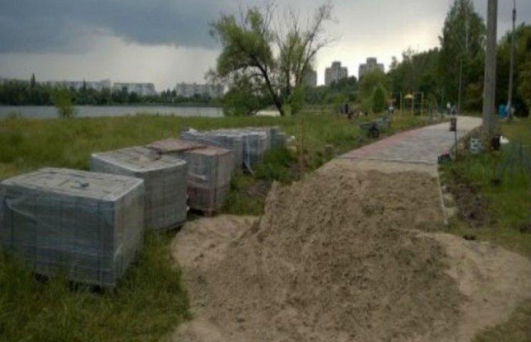 """Сумські чиновники намагалися """"відмити"""" півмільйона гривень на ремонті тротуарів"""