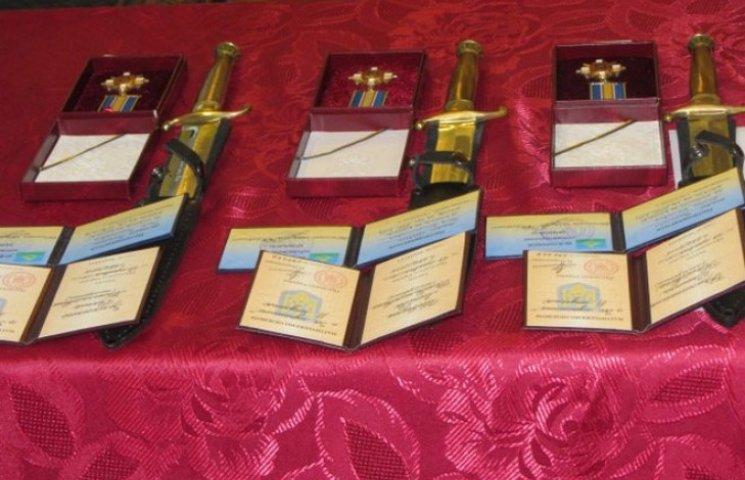 """Родинам загиблих вінницьких """"кіборгів"""" вручили ордени"""