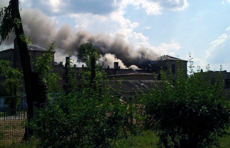 У Запоріжжі горить школа (ФОТО)