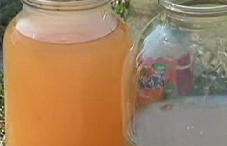 В літинських криницях оранжева та смердюча вода