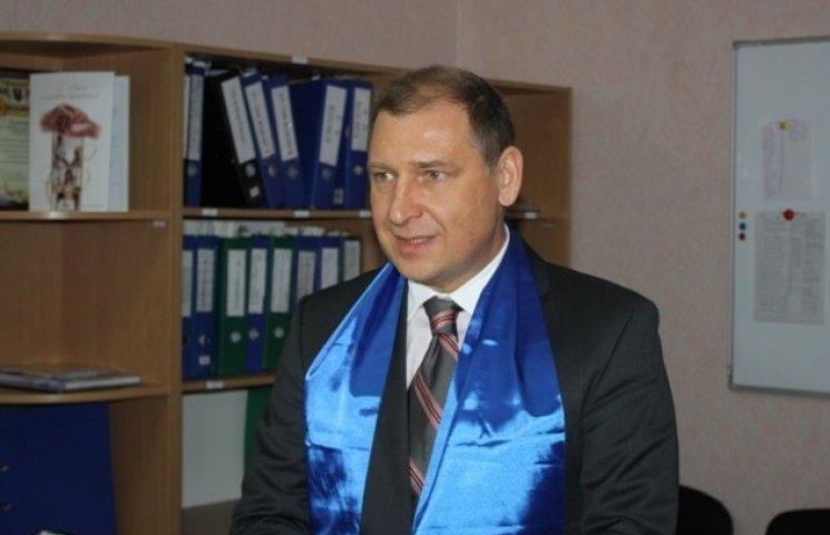 У Дніпропетровську суд вже місяць думає над відстороненням заступника облради з посади
