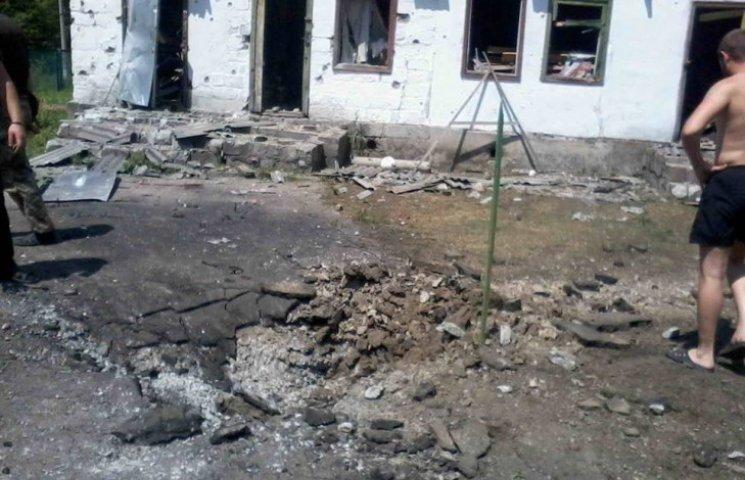Як виглядає селище Нижнє на Луганщині після нічного обстрілу (ФОТО)