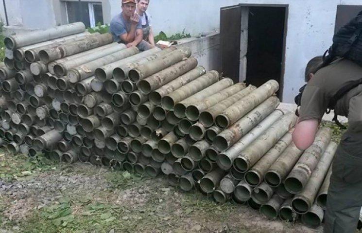 """Хазяйновитий чоловік поставив на вуха міліцію, купивши у Шостці утилізовані гільзи від снарядів до установки """"Град"""" (ФОТОФАКТ)"""