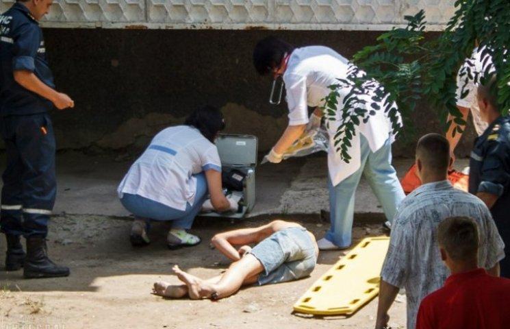 В Запорізькій області 15-річний хлопець випав з вікна багатоповерхівки (ФОТО)
