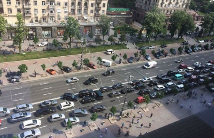 Відтепер рух транспорту Хрещатиком у денний час по суботах дозволено (ДОКУМЕНТ)