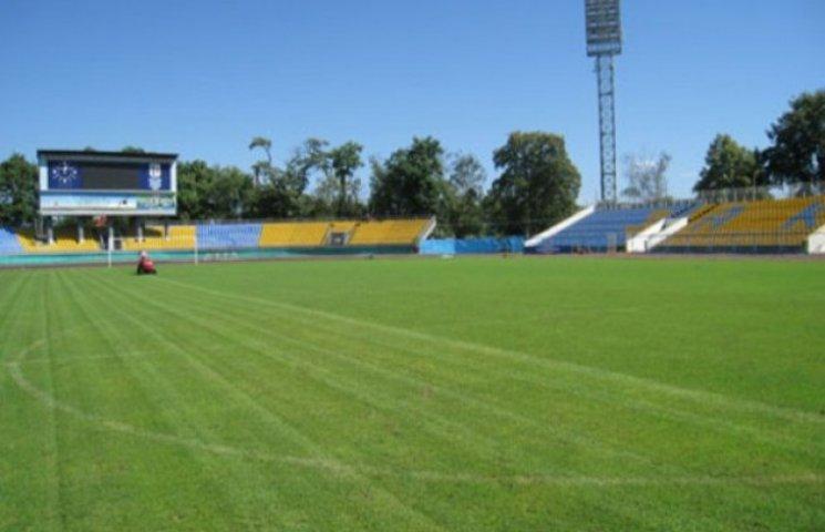 Ужгородська влада віддала футбольне поле під будівництво банку