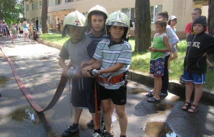 """Рятувальники провели """"майстер-клас"""" сумській малечі (ФОТОФАКТ)"""
