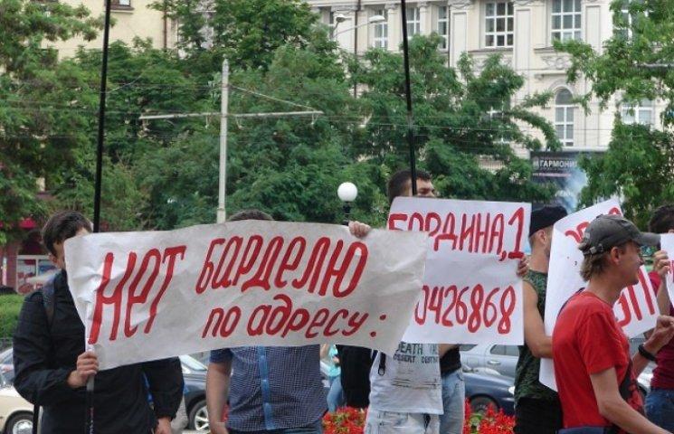 Чиновникам дніпропетровської міськради показали де водяться повії (ФОТО)