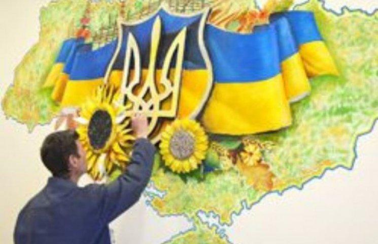 На вокзалі в Ужгороді створили патріотичну композицію з елементами 3D