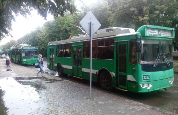 У Харкові через зливу зупинилися тролейбуси (ФОТОФАКТ)