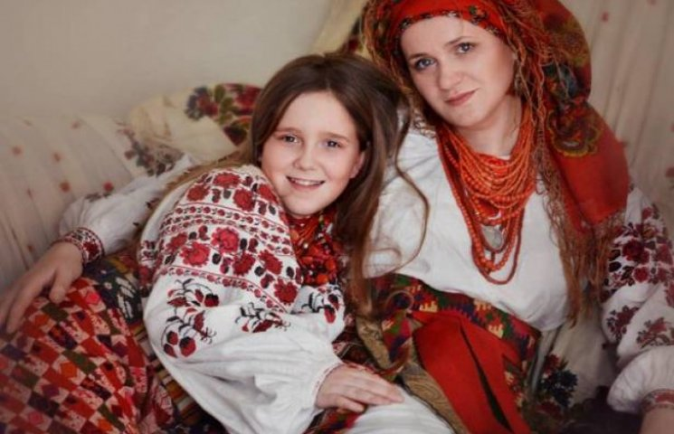 Зворушливі фото: матері та дружини бійців АТО у народному вбранні