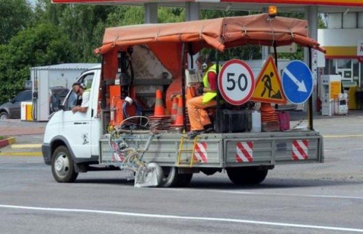 Дорожники розмітили майже 350 км доріг області