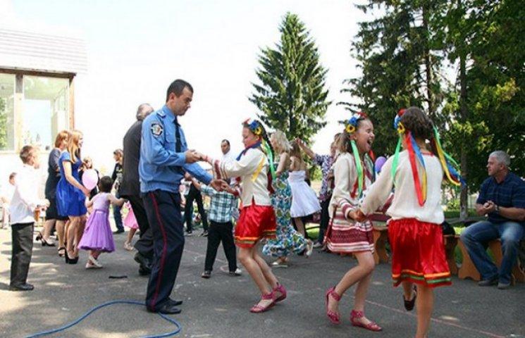 Хмельницькі міліціонери влаштували свято для своїх підопічних