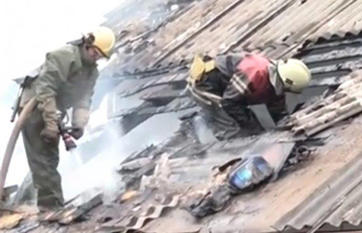 На Сумщині ледь не згорів житловий будинок (ВІДЕОФАКТ)