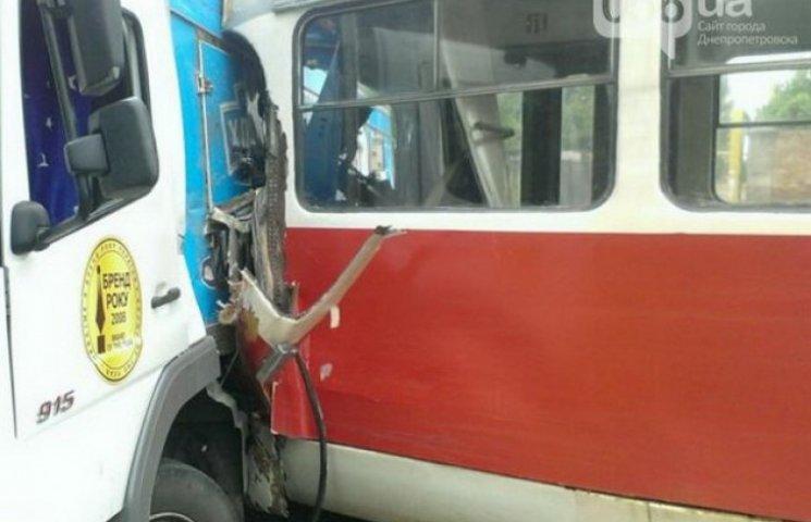 У Дніпропетровську трамвай в