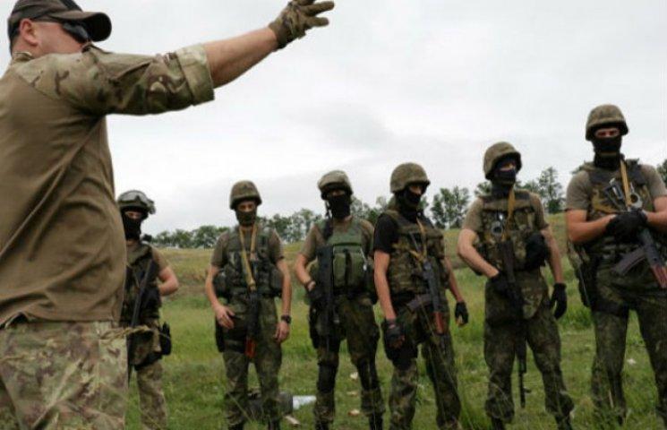 Як на Донеччині міліціонери вивчають бронетехніку та тренуються ловити терористів (ФОТО)