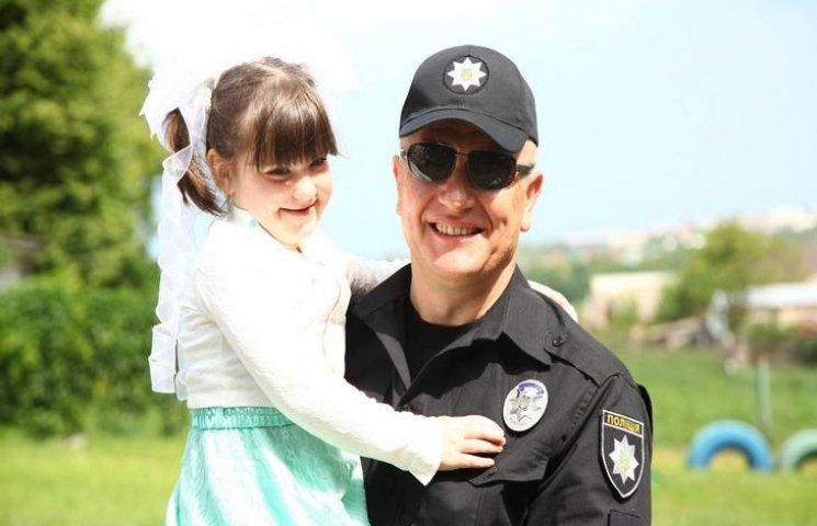 Хмельницькі поліцейські відвідали своїх юних підшефних у реабілітаційному центрі