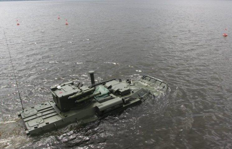 На Харківщині показали, як плаває БТР