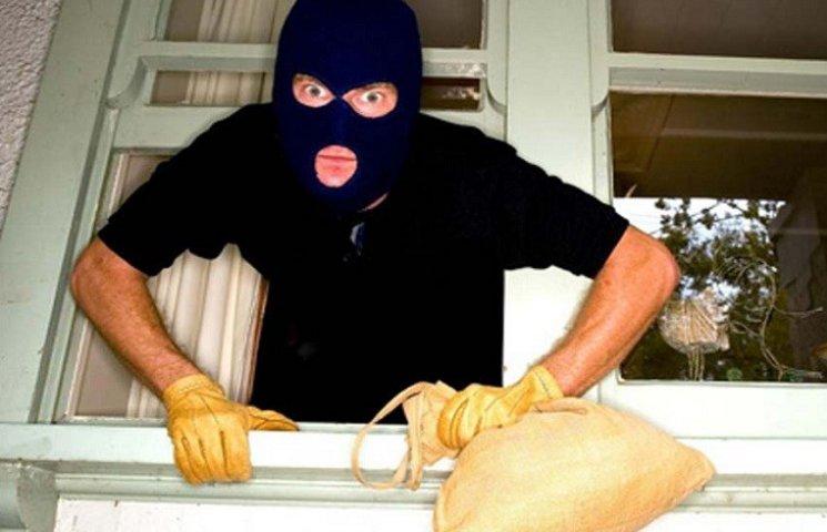 У Харкові крадій-невдаха заснув під час пограбування