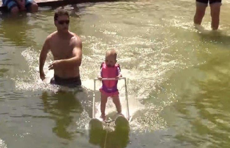 Шестимісячна дівчинка встановила рекорд на водних лижах