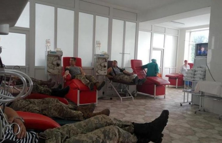 Миколаївські морські піхотинці здали кров для хворої доньки побратима