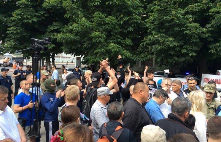 Головний поліцейських Хмельницького намагається заспокоїти народ