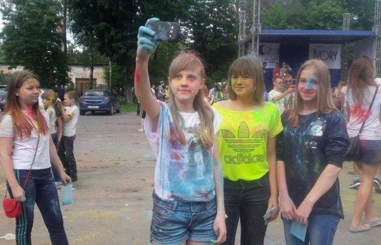 Вінницька молодь влаштувала різнокольоровий батл