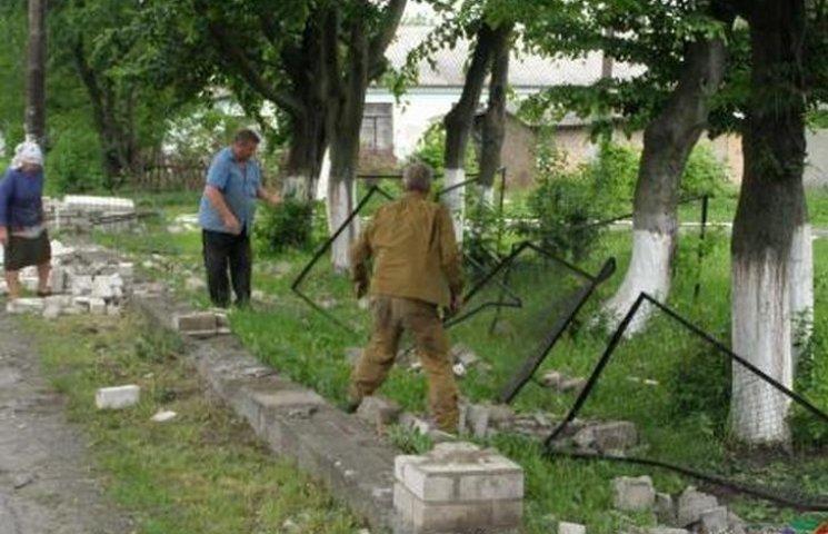 Мер Козятина дає 2 тисячі за допомогу в пошуках знищувачів шкільного паркану