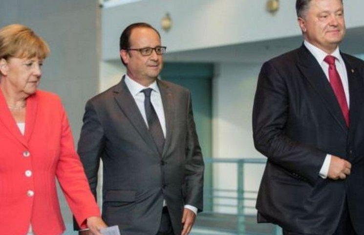 """Порошенко, Олланд і Меркель обговорили невиконання Кремлем """"Мінська"""""""