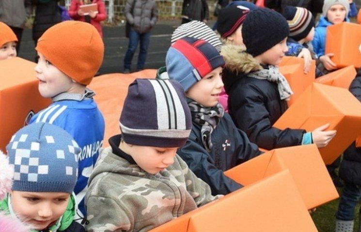 До Миколаївщини дібралися шахраї, які наживаються на дітях-переселенцях