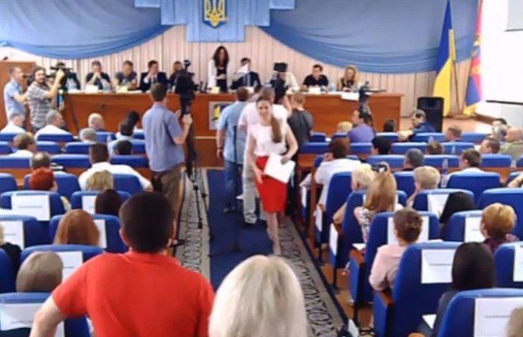 """Сюмар у Лисичанську нагородила телеканал, який піарив Мозгового та """"ЛНР"""" (ВІДЕО)"""
