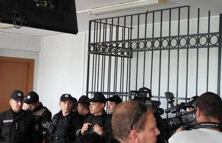 """В залу судових засідань у """"справі 2 травня"""" прибуло підкріплення з поліціянтів"""