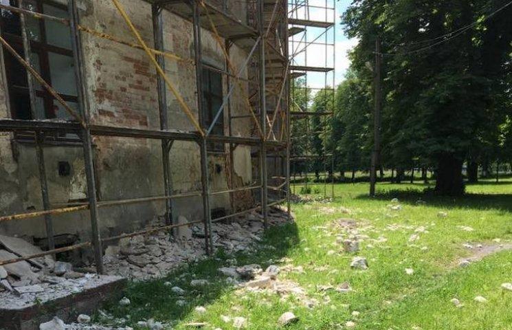 Палац у Вороновиці реставрували без дозволу Мінкульту