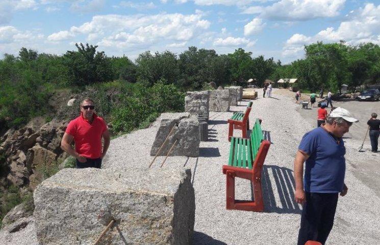 На Миколаївщині біля родонового озера збудували оглядовий майданчик