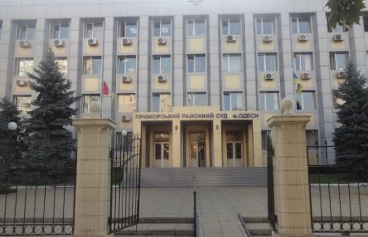 """Під одеським судом перед засіданням щодо фігуранта """"справи 2 травня"""" зібралися активісти"""