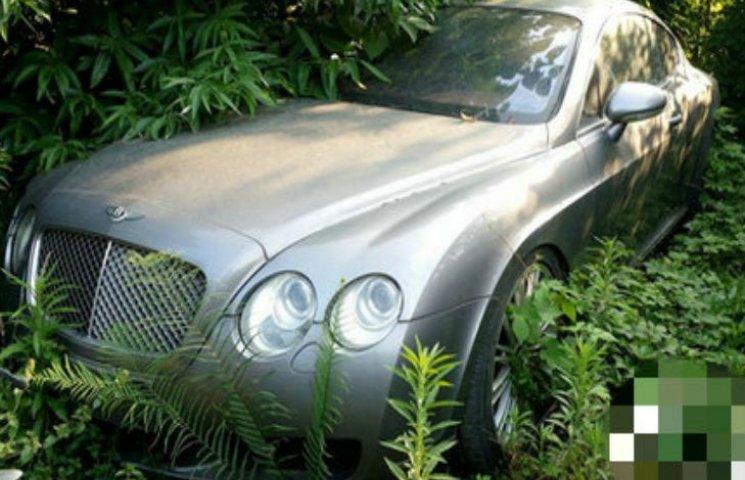 У Китаї знайдено звалище з автомобілями Land Rover і Bentley