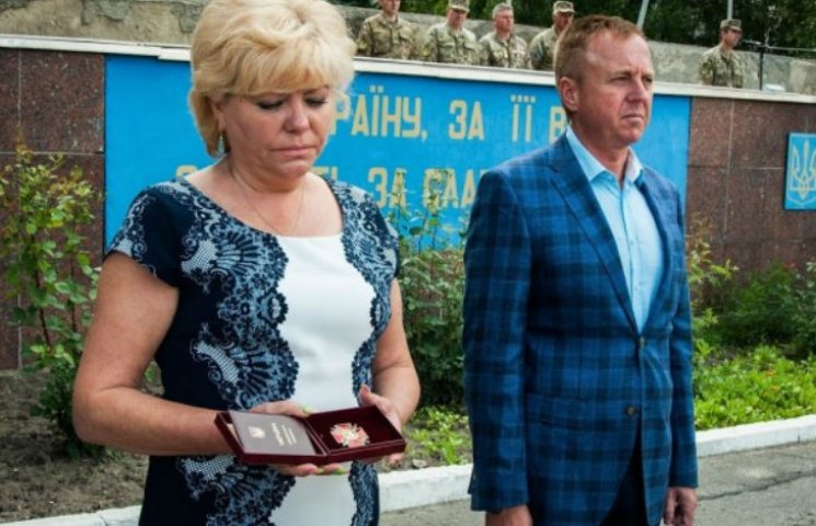 Вдова полтавського АТОвця отримала військовий орден чоловіка