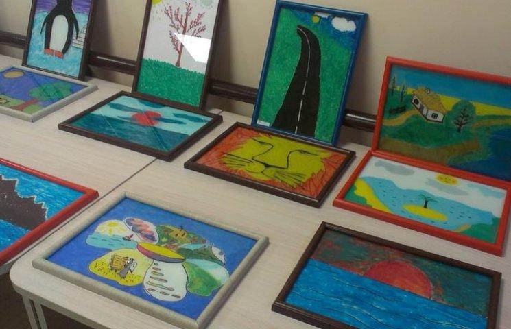 """""""В їхніх картинах немає агресії"""", - психолог про виставку картин АТОвців"""