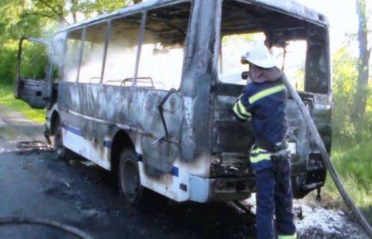 На Черкащині під час руху загорівся автобус